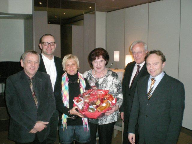 CDU-Kreisvorsitzender Jens Spahn (2.v.l.) und Landrat Dr. Kai Zwicker (r.) mit den ausgeschiedenen CDU-Kreisvorstandsmitgliedern Antonius König, Dorothea Stange, Veronika Giesing und Gerd Wiesmann (v.l.n.r.)