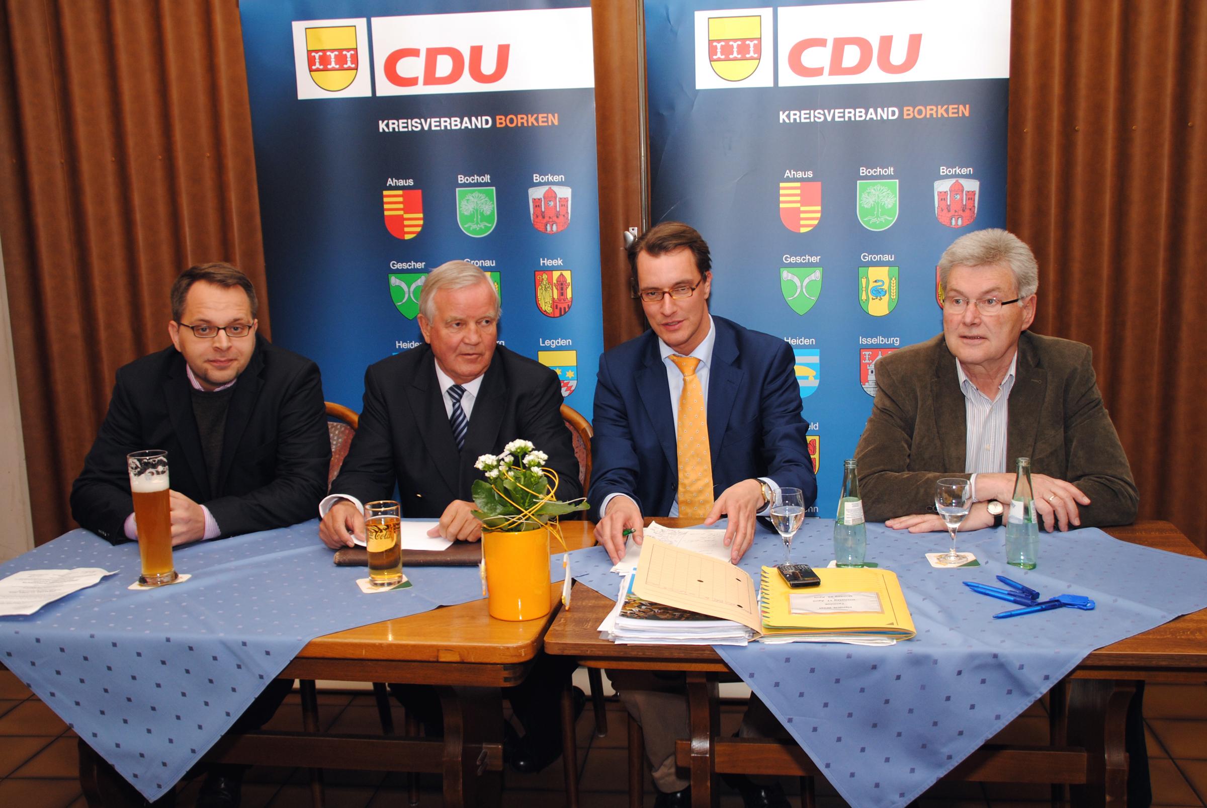 v.l.n.r. JU-Kreisvorsitzender Thomas Kerkhoff, Christian Weisbrich, Hendrik Wüst und SEN-Kreisvorsitzender Stefan Hegering