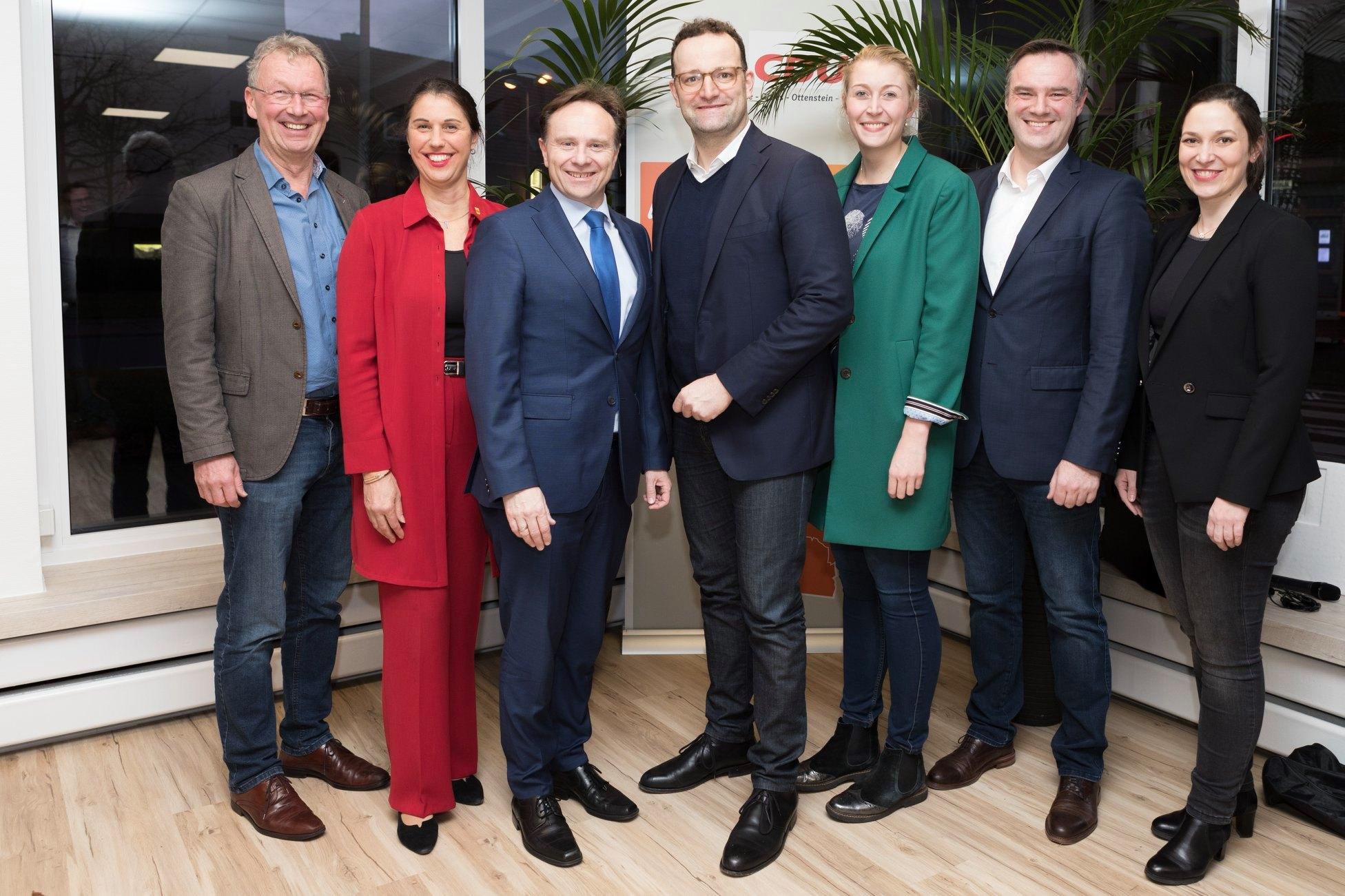 v.l.n.r. Jürgen Fellerhoff (stv. Kreisvorsitzender), Silke Sommers (stv. Landrätin), Dr. Kai Zwicker, Jens Spahn MdB (CDU-Kreisvorsitzender), Katharina Detert (stv. Kreisvorsitzende), Dr. Michael Räckers (BM-Kandidat der CDU Ahaus) und Heike Wermer MdL