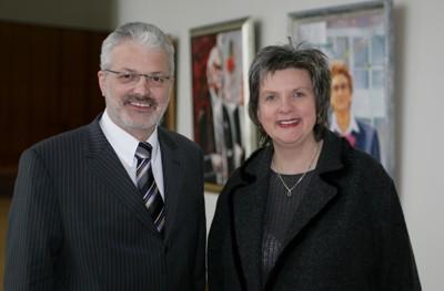 Bernhard Tenhumberg mit der Landtagspräsidentin Regina van Dinther